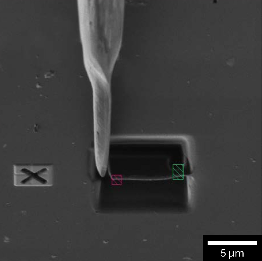 Example of a sample after automated trenching and undercut, ready for in-situ inverted geometry lift-out. With TESCAN AutoSlicer™ handling the automated milling and deposition process, the user need only adjust the exact sample position for final thinning.